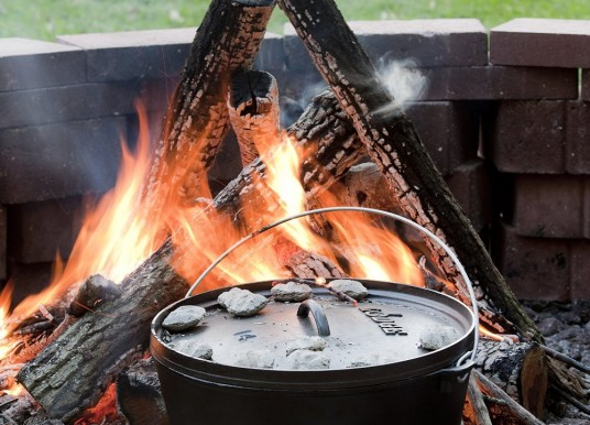 Old-school Cast iron Dutch oven